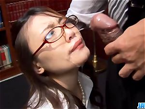 assistant gets her throat messed up by her manager