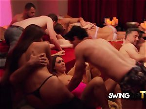 harsh fellow hubby chills out to enjoy the swingers party