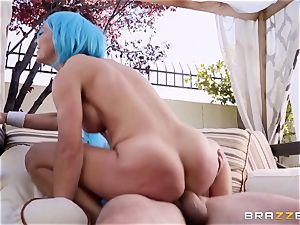 cosplay salami enjoying milf Cherie Deville poked firm in the donk