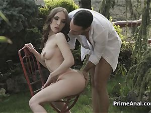 gobbling out girlfriends caboose in the garden