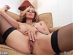 kinky milf Julia Ann gives a dirty pov deep throat
