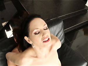 Sarah Shevon has her hairy vulva treated mean