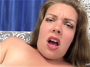bbw Brings Herself to climax with vibrators