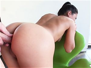 Apolonia Lapiedra lets her guy inject her succulent caboose