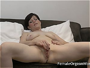 wild mummy jacking mouth-watering beaver to climax