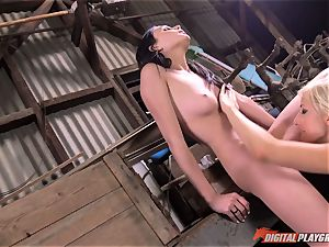 Lusty Ariana Marie and Xandra Sixx make a meal out of minge