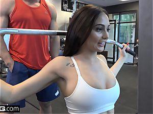 pulverize Confessions Ariana fucks a random boy at the gym