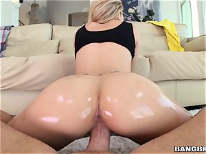 Jessa Rhodes is well-lubed up and ready to be penetrated