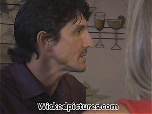 Samantha Saint picks up a man at a bar for hump