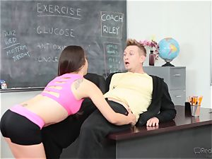 Fit beauty Ziggy star gets scorching and appetizing with the sports coach