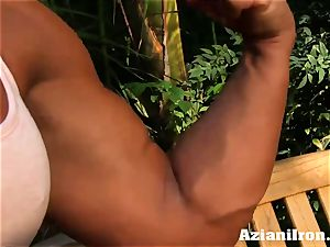 spectacular muscular Amber disrobes down and gropes her big clittie