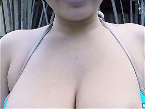 Karlee Grey loses her bathing suit to penetrate her boyfriend
