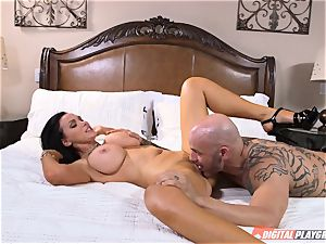 kinky babe Nikki Benz gets a huge cumload on her titties