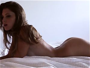 sensual Amber Sym gives an amazing masturbation spectacle