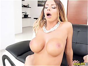 red-hot mummy picks up a young guy