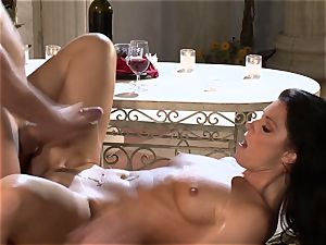 India Summers India Summers is loving the ginormous spear pleasuring her super-fucking-hot vulva har