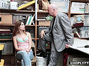 Ariel Mcgwire gobbles a stiffy for her dad