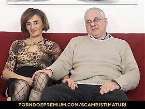 SCAMBISTI MATURI greedy mature fucked in hairy minge