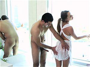 Alexis Adams raw bathtime session