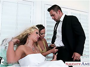 Jada Stevens And Phoenix Marie have a eagerness for pleasuring