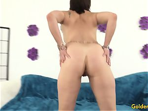 old cougar satiates Herself with fucktoys