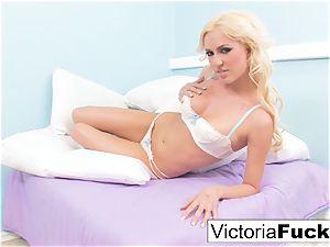 Victoria shares her extraordinaire figure