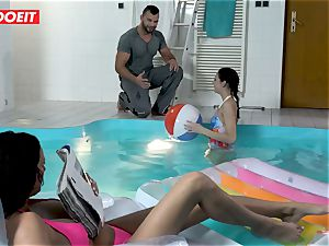 LETSDOEIT - sonnie smashes StepMom And sista At The Pool