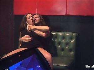 big-chested Shyla Stylez gets down in a warm three way
