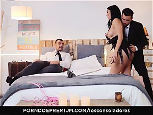 LOS CONSOLADORES - Romanian honey ravaged in gang orgy