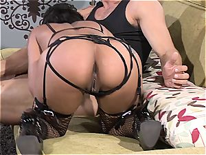 flesh Diamond's bang-out drive fueled by his tongue in her coochie