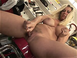 hot Devon Lee likes teasing her mouth-watering wet bud