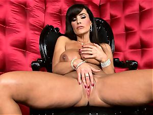 handsome Lisa Ann unveils her giant mouth-watering jugs