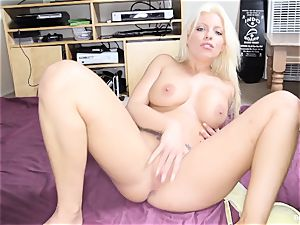 Britney Amber frigs Her pussy