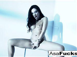 astounding Asa Akira plays with her poon